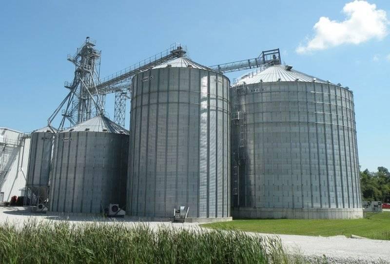 105' Brock Commercial Grain Storage Bins